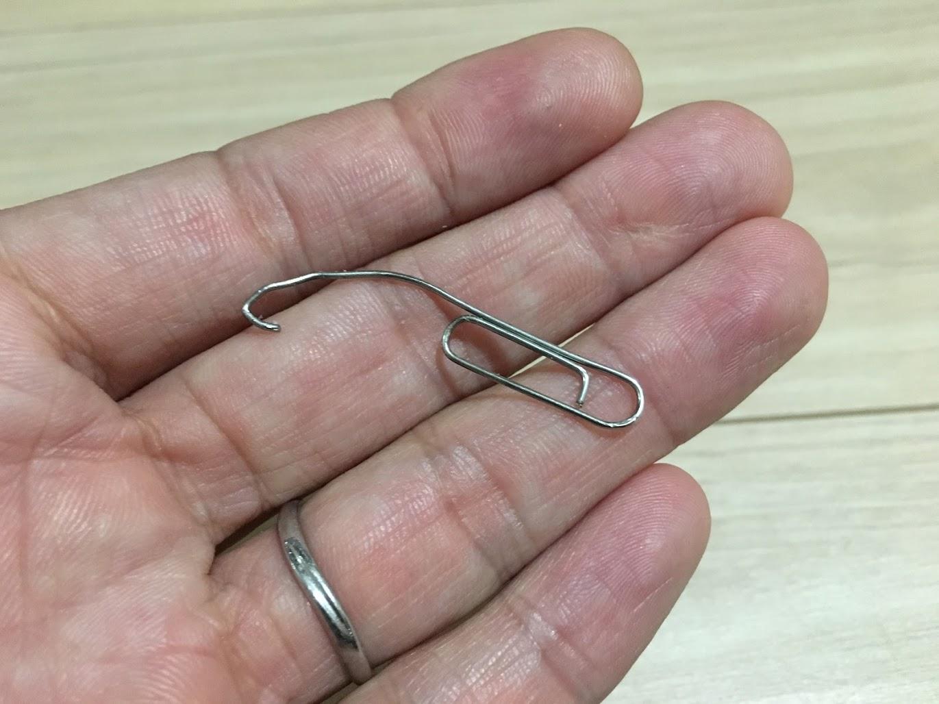 キャップを外す針金
